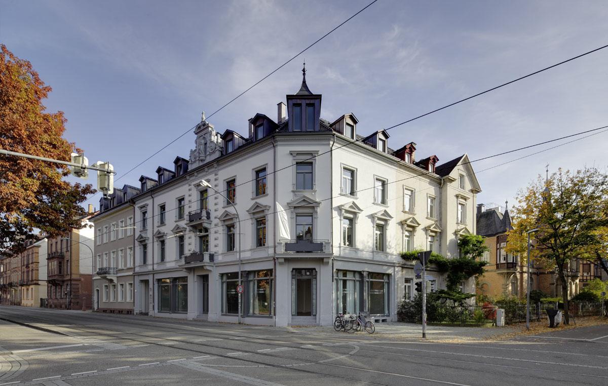 Denkmalgeschuetztes-Wohn-und-Geschaeftshaus-in-Freiburg-3