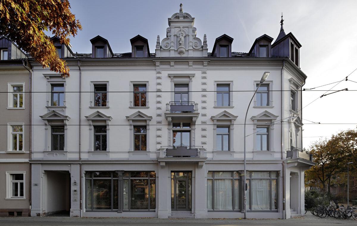 Denkmalgeschuetztes-Wohn-und-Geschaeftshaus-in-Freiburg-4